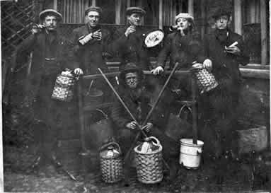 old picture of jug band at Cross Keys, Howden