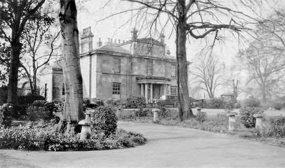 Old photo of Snaith Hall, home of Shearburn family