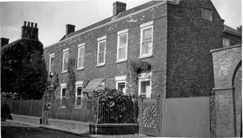 old picture of Bridgegate House, Howden