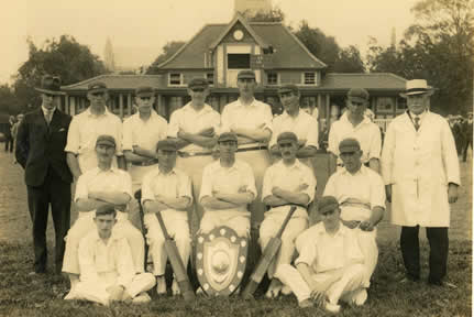 Howden cricket team including Dr Frank Wigglesworth