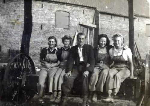 old photo of C Dowson and landgirls, Church Farm, Laxton, East Yorkshire