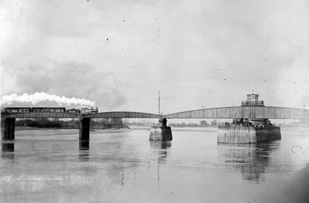 Old photo of Goole Railway Bridge, Yorkshire
